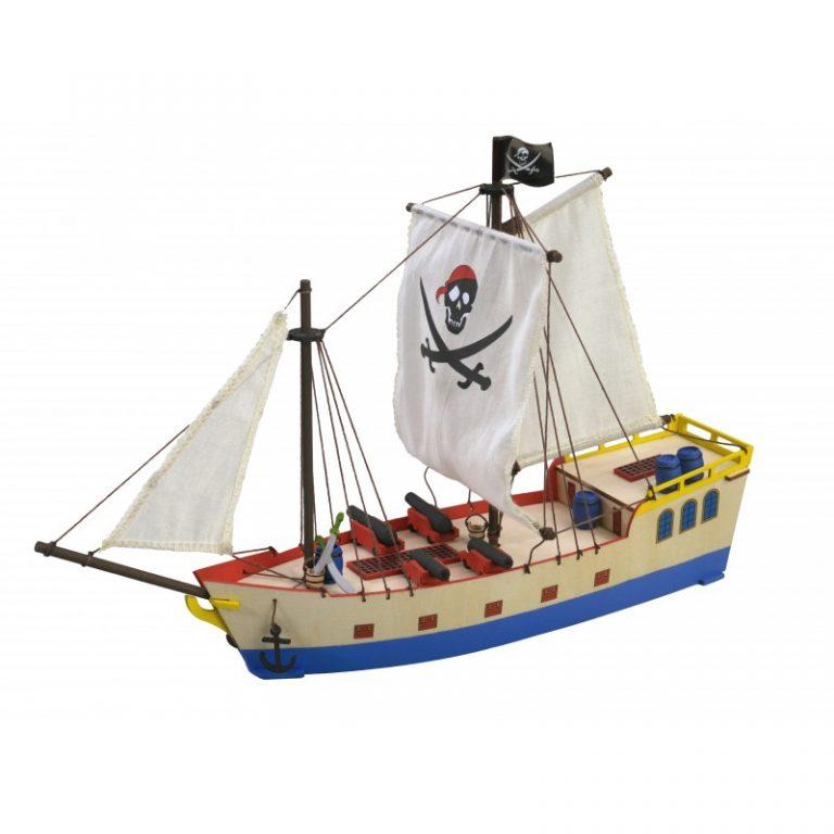 Barco pirata de madera para niños